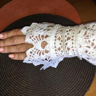 Вязанные кружевные свадебные манжеты-митенки