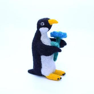 Игрушки валяные из шерсти. Пингвин