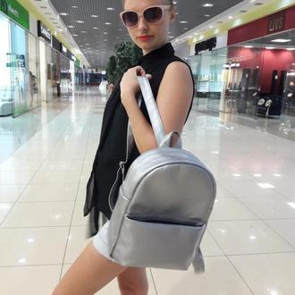 Удобный женский серебристый рюкзак