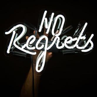 """Неоновая настенная надпись """"No regrets"""""""
