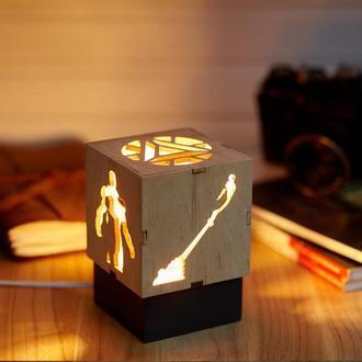 """Дерев'яний нічний світильник  """"Айрон мен""""  з лампою Едісона"""