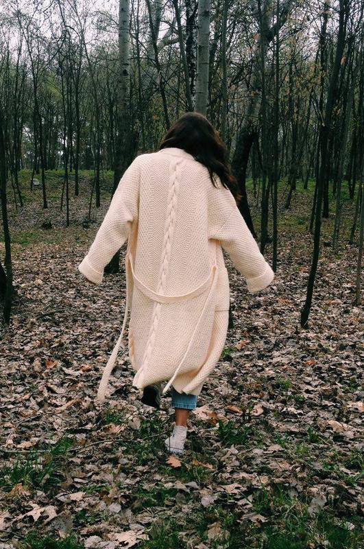 Пальто связанное вручную.