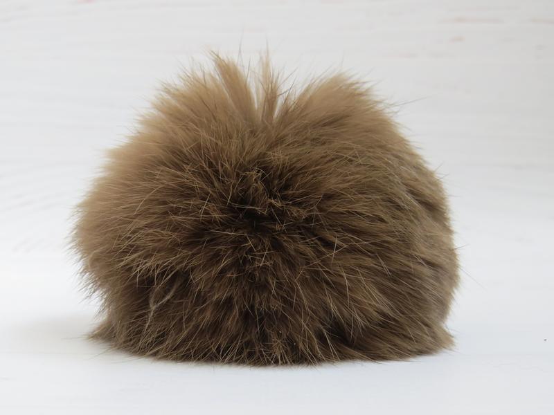 Помпон из натурального меха кролика 9 см на шнурке
