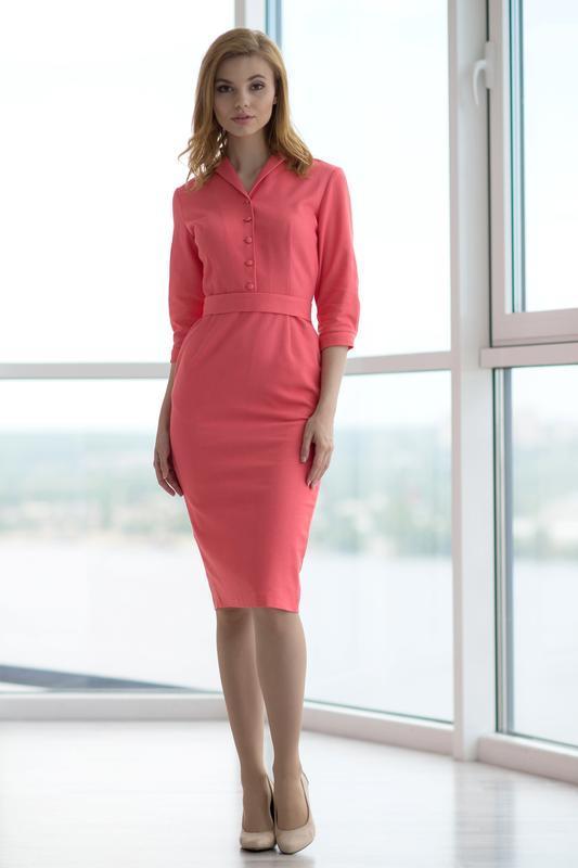 10063 платье-футляр кораллового цвета