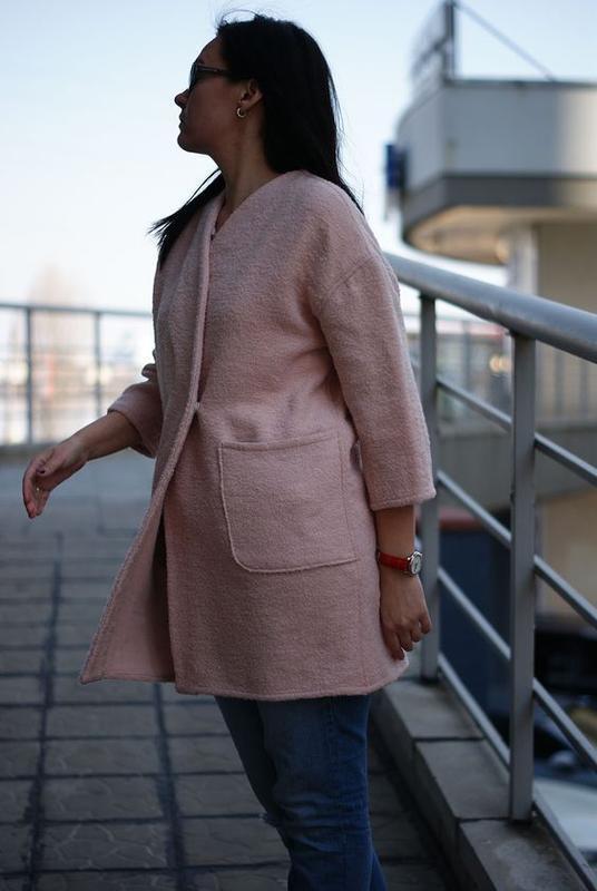 Легкое женское пальто-жакет из шерсти букле