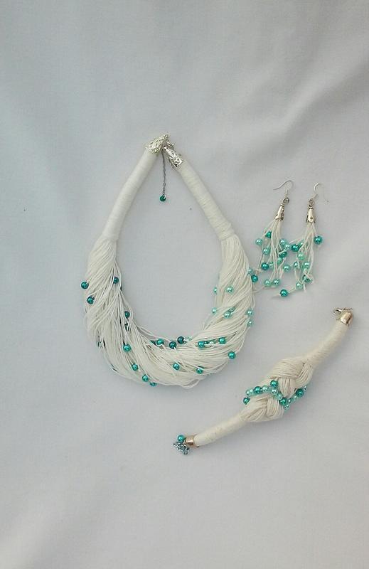 Колье, серьги и браслет из натуральной льняной нити и бусинок трех оттенков морской волны
