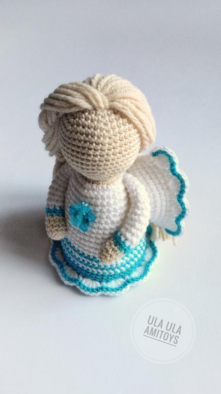 Ангел в бело-бирюзовом платье