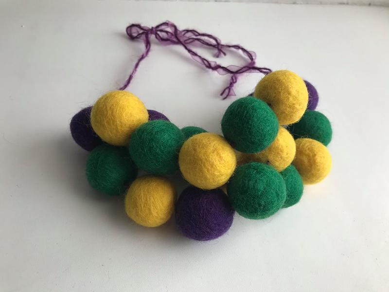 Украшение колье объемные валяные бусы желтый/зеленый/фиолетовый