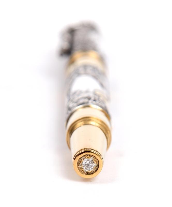 """Серебряная ручка """"Медведь"""" с бриллиантом. Барельефное литье"""