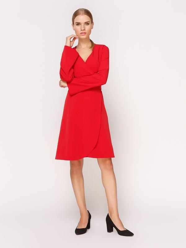 Платье на запах красное