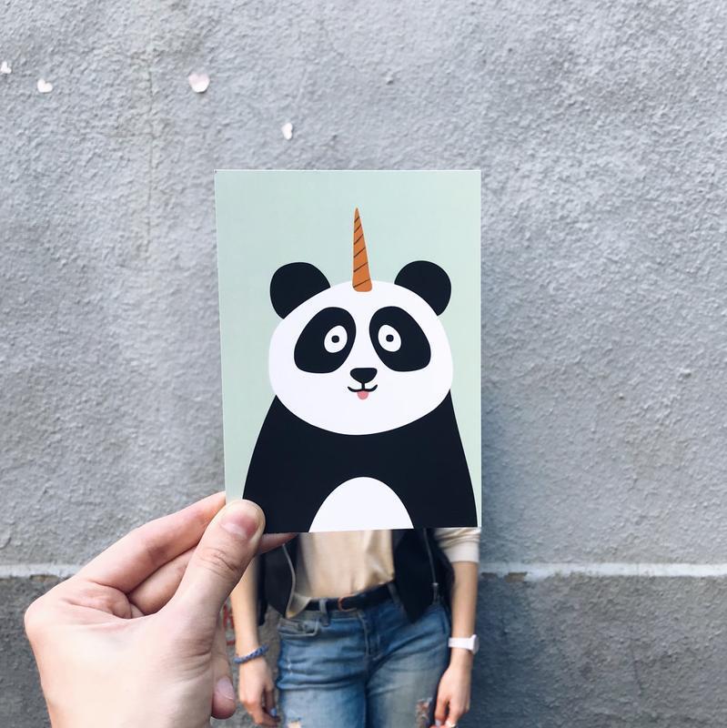 Открытка с пандой-единорогом