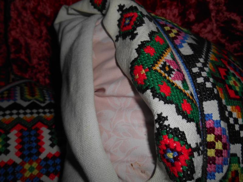 Подушки вышивка , гусиный пух наполнитель подешек