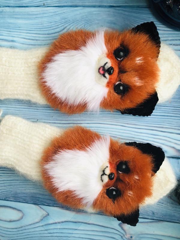 Варежки с забавными лисичками
