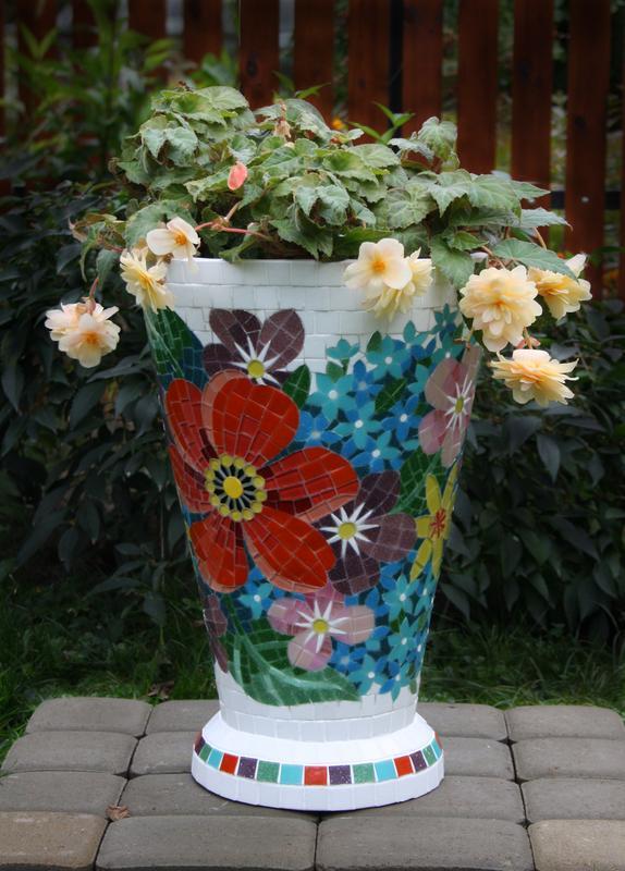 """Цветочник садовый (бетон, мозаика """"Цветы"""")"""