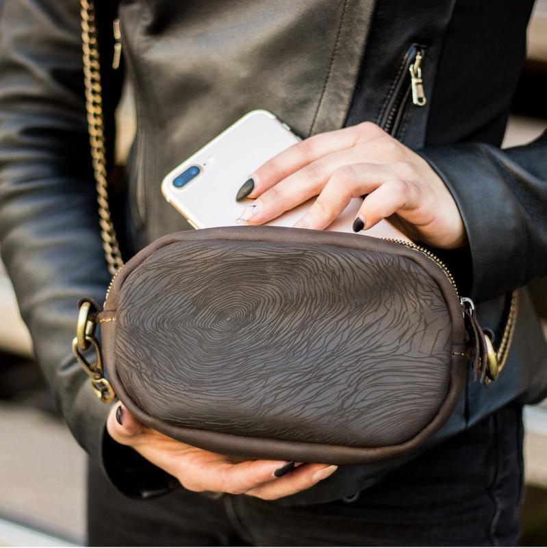 Кожаная женская сумка - трансформер + Подарок (на пояс / через плече). Дизайнерский принт-гравировка