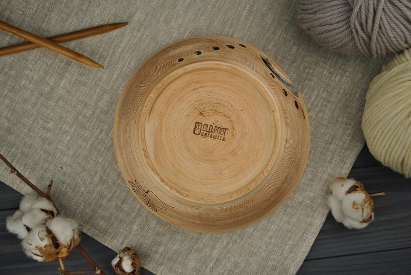 Керамическая вязальница оливкового цвета