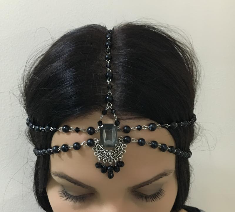 Тика - украшение для волос. Очень легкое и удобное. Практически не ощущается на голове.