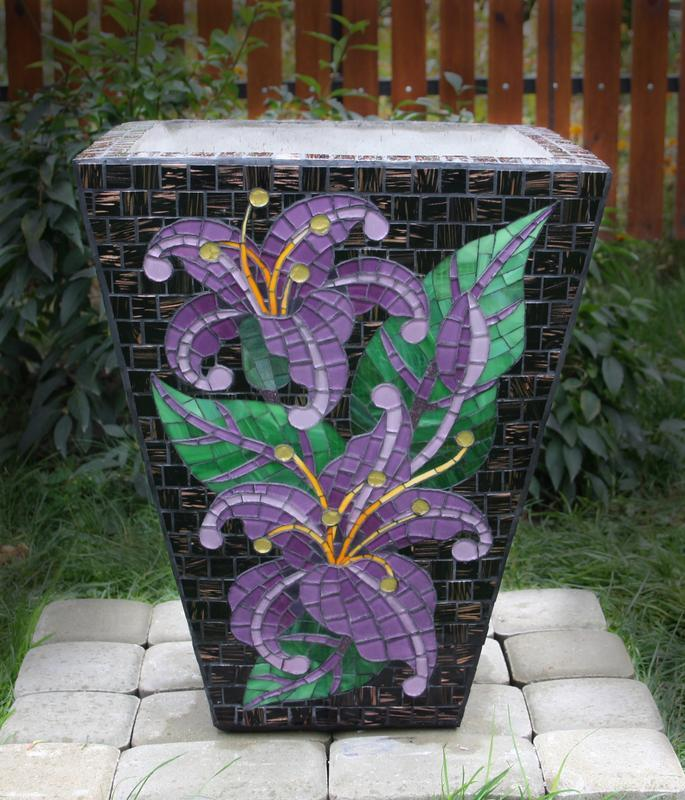 "Цветочник (бетон, мозаика ""Лилии"")"