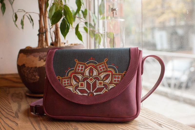 78673bb0876a Кожанная сумочка в этно стиле с росписью ручной работы купить в ...
