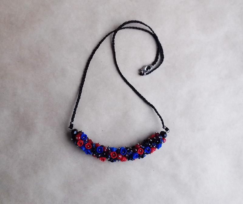 Красно синее колье, цветочное колье, колье с цветами, вечернее украшение, подарок