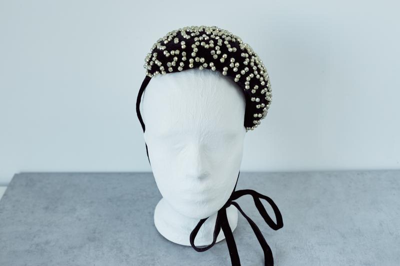 """Ободок мини-шляпка из бархата с вышивкой """"Илир"""""""