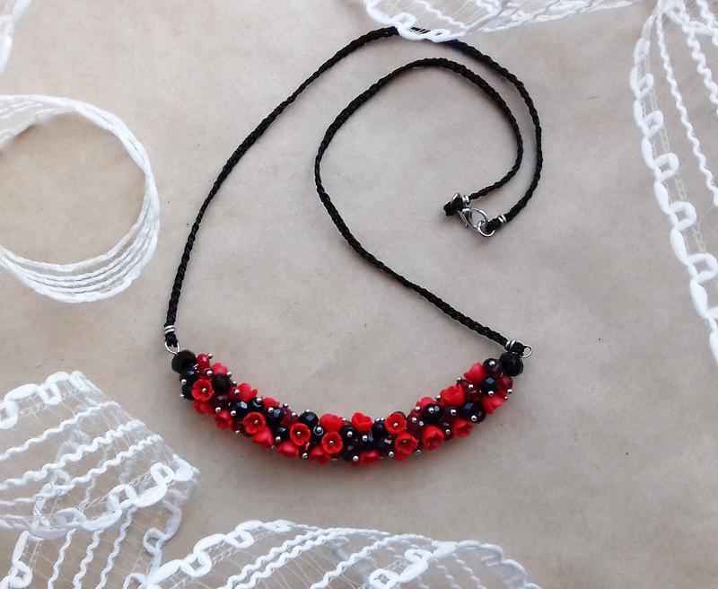 Красно черное колье, цветочное колье, колье с цветами, вечернее украшение, подарок