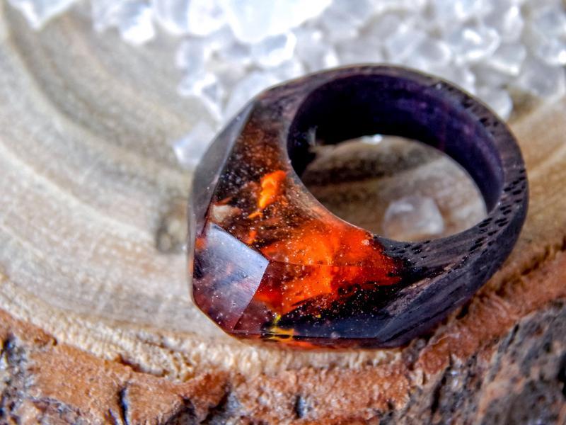 'ОГОНЬ', кольцо из эпоксидной смолы и дерева,  деревянное кольцо, подарок для девушки
