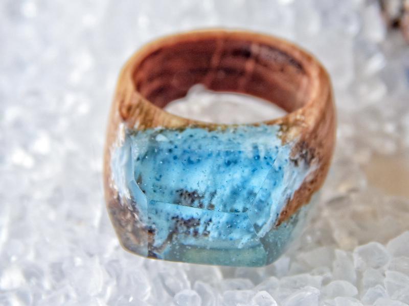 'ЛЕД', Кольцо из дерева и эпоксидной смолы, кольцо голубое, зимнее, подарок для девушки