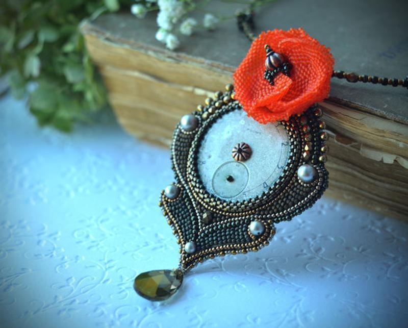 Кулон с маком и часовым циферблатом, кулон в стиле стимпанк