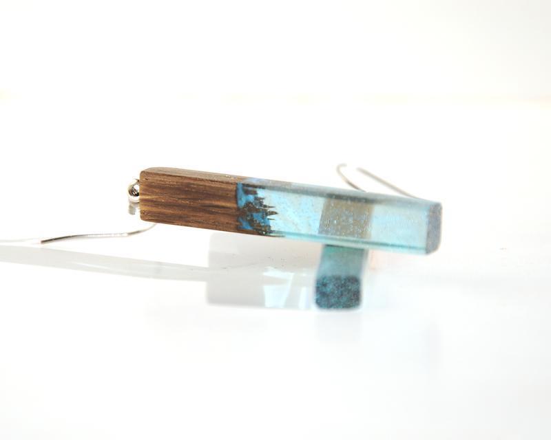 Серьги деревянные со смолой длинные