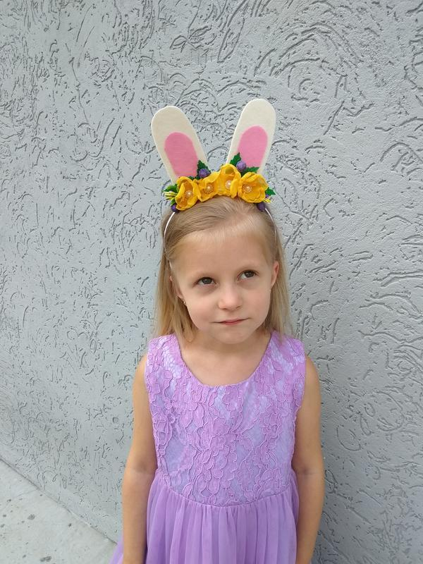 Ободок с ушками зайчика на утренник Обруч из цветов на голову для девочки на Новый год