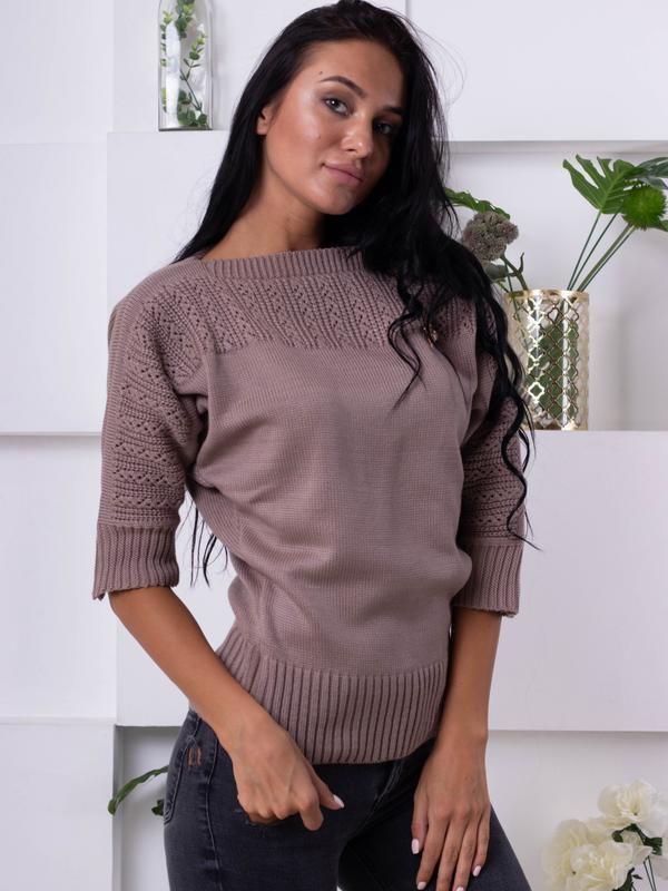 Уютный свитер с декором