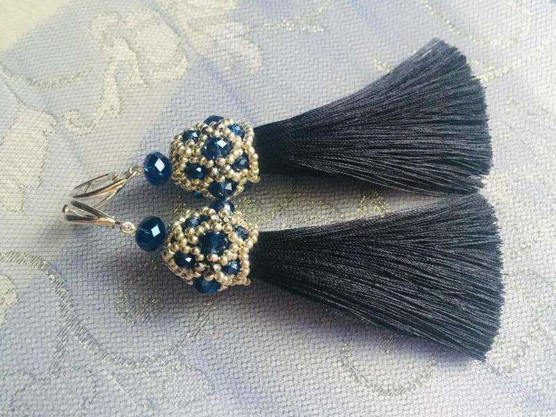 Серьги-кисти темно-синего цвета