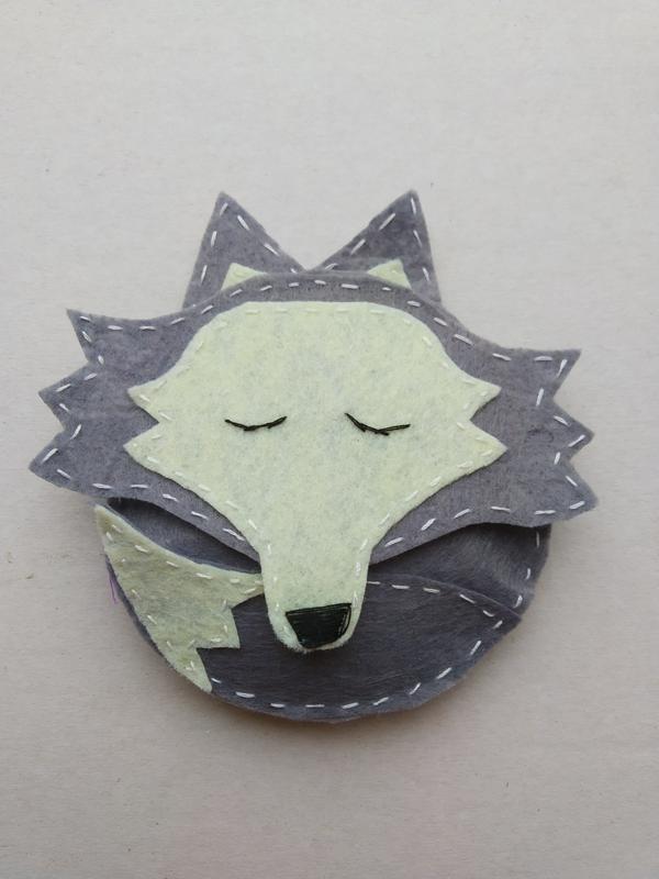 Игрушка волк