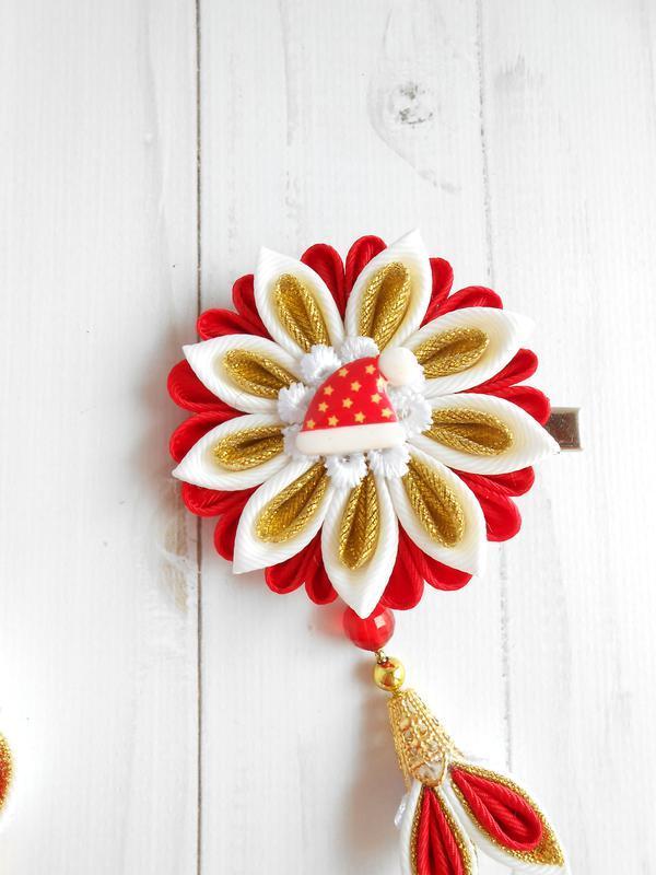 Праздничная заколка канзаши на Новый год Украшение в подарок для девочки из репсовых лент