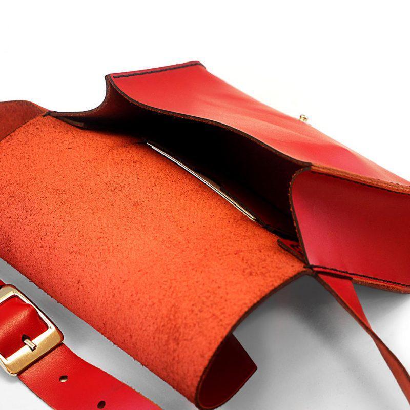 Женская кожаная сумка на пояс (Поясная) — красная