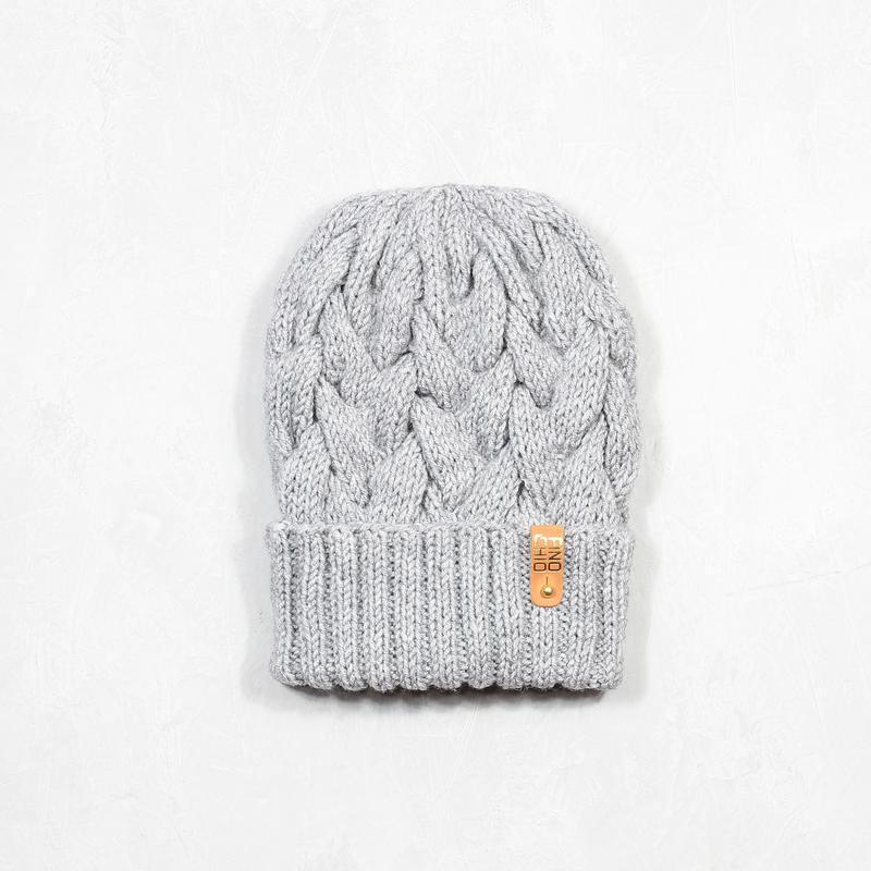 Снуд из натурального меха норки и вязаная шапка с отворотом