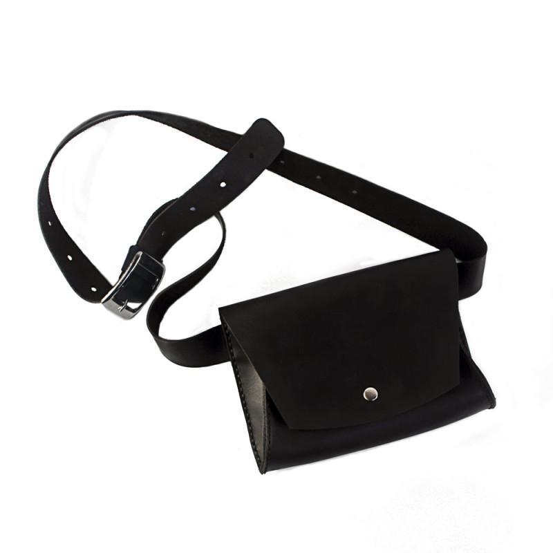 Женская кожаная сумка на пояс — чёрная