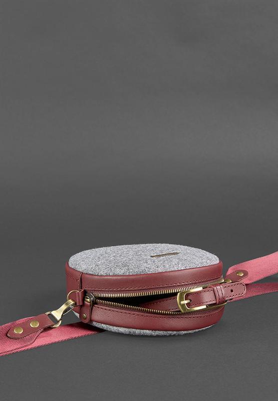 Круглая сумка (таблетка) (фетр, виноград)