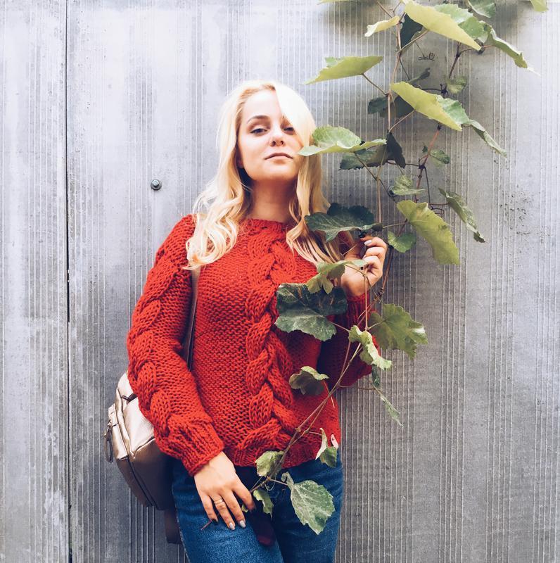 Красный свитер с объемными косами (в одну нить), теплый, крупная вязка, оверсайз