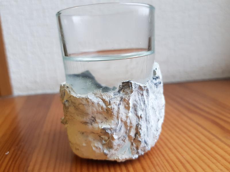 Рюмка для водки из бетона и стекла – сделанная вручную
