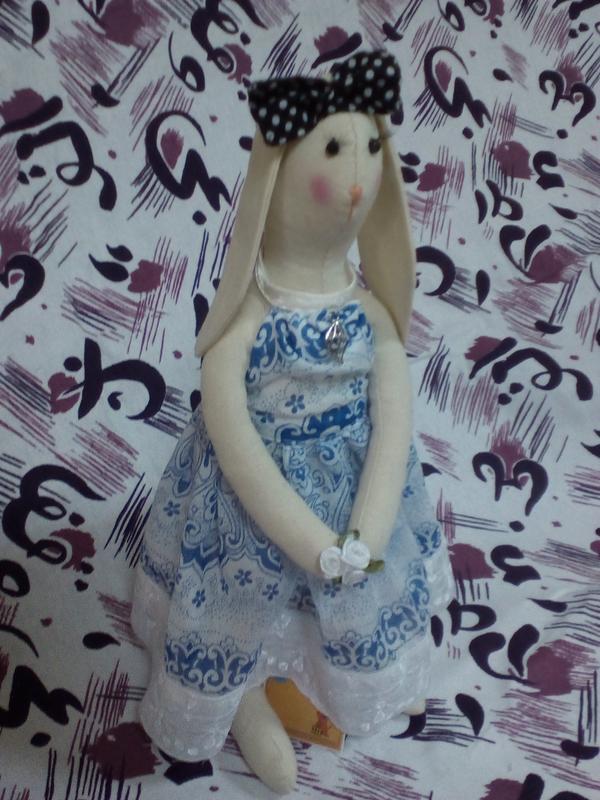 """Зайчик Тильда """"Девушка с цветами"""" интерьерная игрушка ручной работы"""