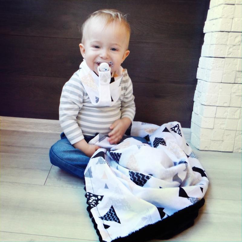 Подарочный набор для малыша - грызунок и слюнявчик с держателем