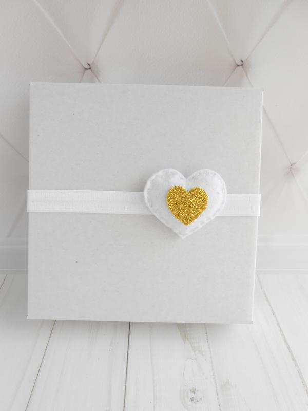 Белая повязка с сердечком Праздничное украшение для волос девочке Подарок ребенку на Валентина