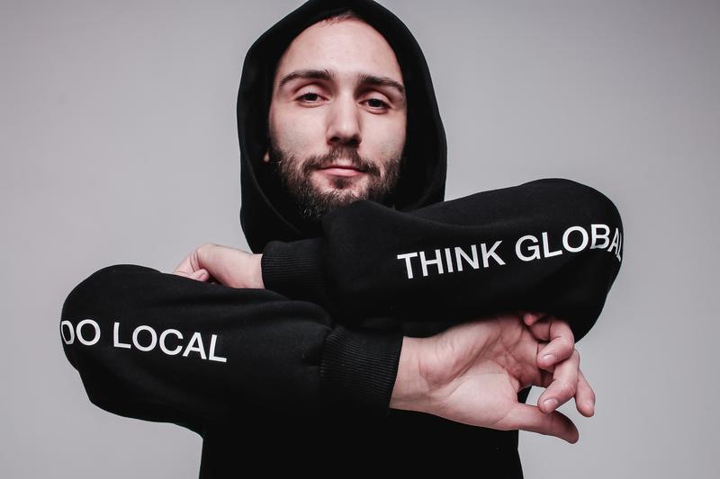 Чорний худі Think global do local на флісі від бренду Don na Telo розмір L