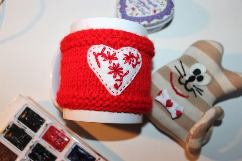 """Чехол на чашку, грелка на кружку, одежда на чашки """"Сердечки""""- подарок на день Святого Валентина"""