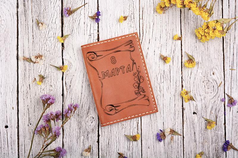 Обложка на паспорт кожаная. Подарок на 8 марта!
