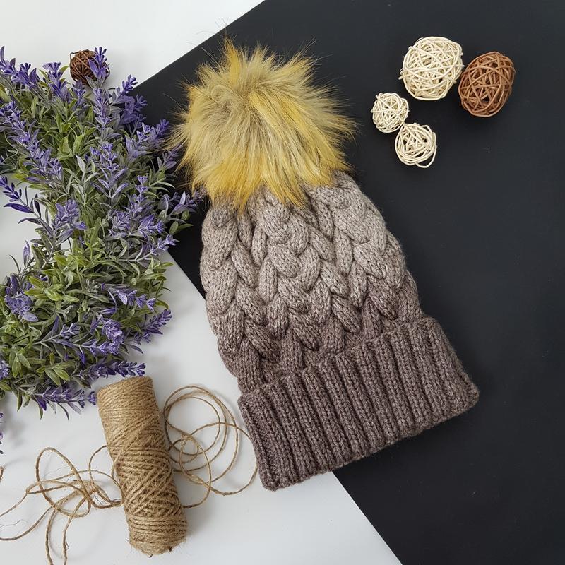 Bregoli design вязаная теплая шапка с отворотом и бубоном цвет градиент размер 54-55см