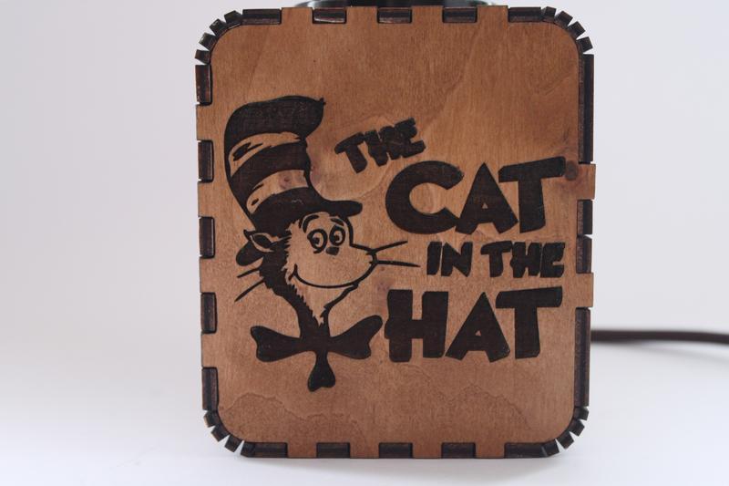 """Светильник-ночник с индивидуальной гравировкой """"The Cat in the Hat"""""""