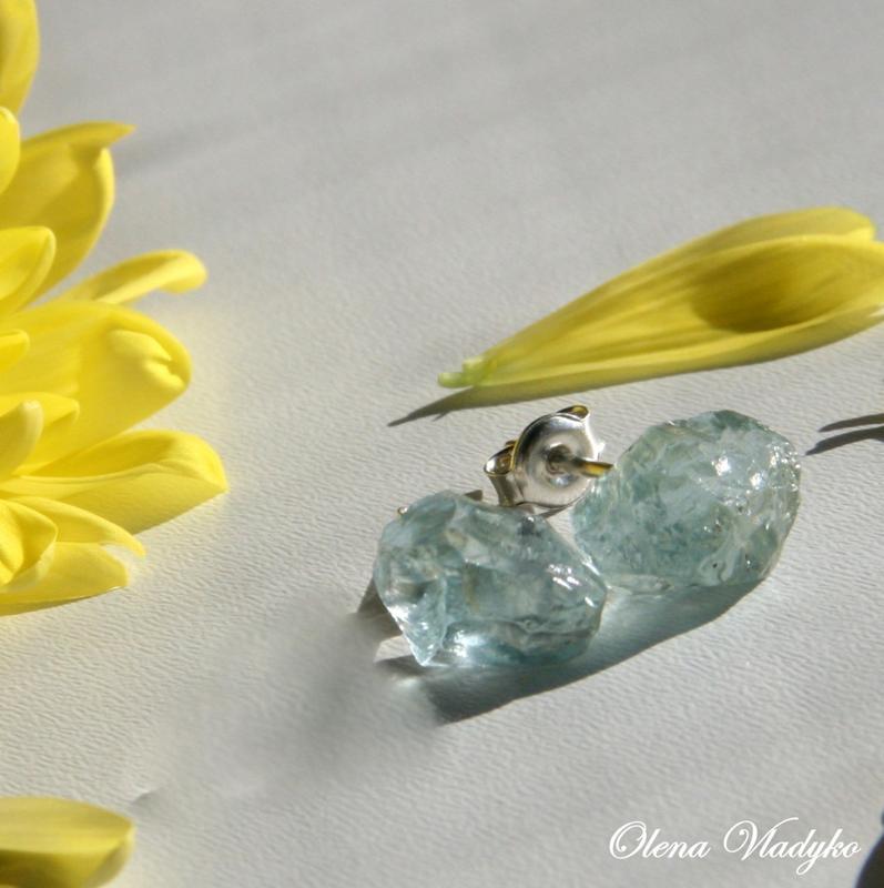 Серебряные серьги с топазами, серебряные серьги гвоздики, серебряные серьги с камнями